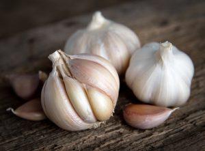 ossiuri rimedi naturali aglio