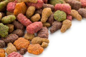 Il cibo secco estruso è troppo alterato e pericoloso per la salute