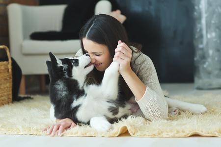 cane che lecca la padrona