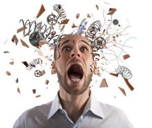 uomo stressato confusione mentale