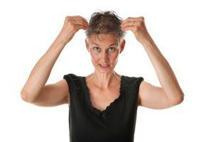 donna matura caduta dei capelli