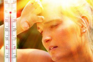 donna affaticata e stanca per la temperatura alta
