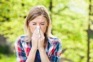 donna con allergia