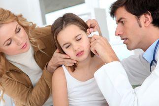 infezione nell'orecchio di una bambina